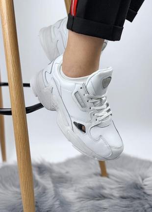 Белые женские кроссовки разные размеры в наличии