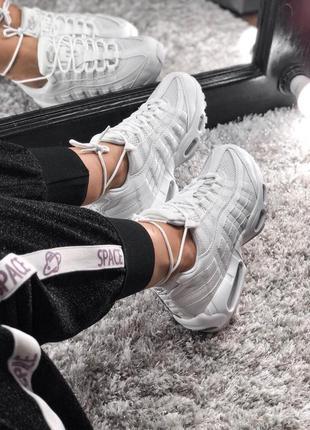 Белые женские кроссовок nike air max 95