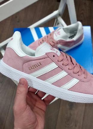Розовые женские кроссовки adidas gazelle