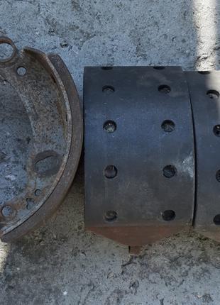 Передние тормозные колодки на мерседес 814