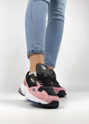 Шикарные черно-розовые женские кроссовки adidas falcon