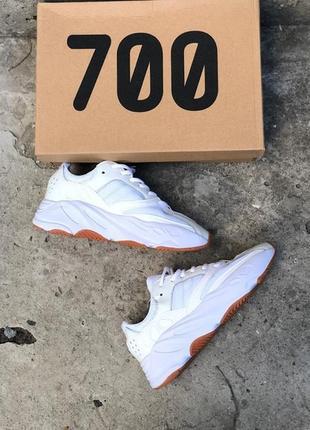 Белые кроссовки унисекс adidas yeezy boost 700 wave runner white.