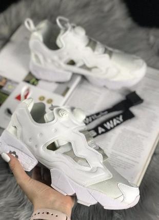 Белые женские кроссовки reebok insta pump