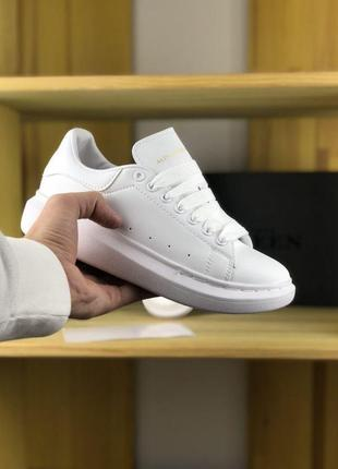 Белые женские кроссовки alexander mcqueen