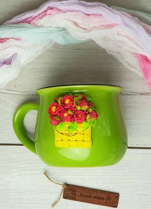Пионы в лукошке на чашке с декором из полимерной глины ручной раб
