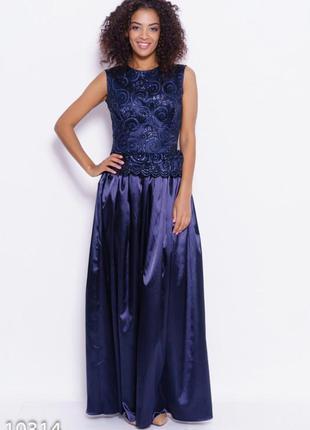 Темно-синее платье в пол с декором из блесток и баской