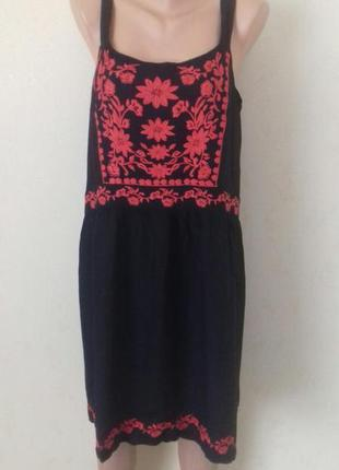 Вискозное платье с вышивкой