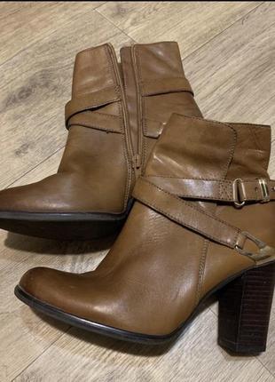 Кожаные полусапожки туфли на каблуке