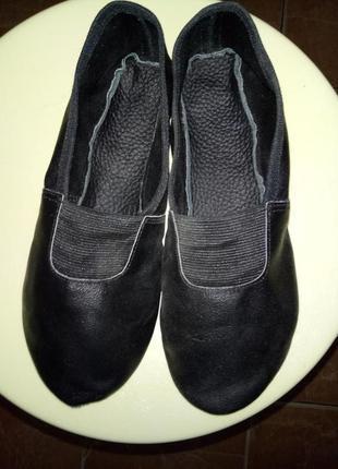 Чешки детские черного цвета с резиновой вставкой р.24