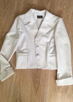Белый женский пиджак
