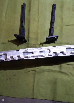 Усилитель заднего бампера Dodge Grand Caravan 08-17г.+ кронштейны