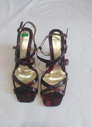 Босоножки на каблуке, бордо