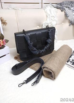 Актуальная трендовая сумка с плетением