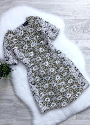 Платье в цветочный принт из плотной ткани