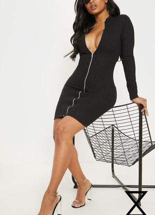 Чёрное платье в рубчик на молнии с длинными рукавами