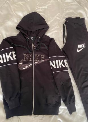 Женский костюм Nike