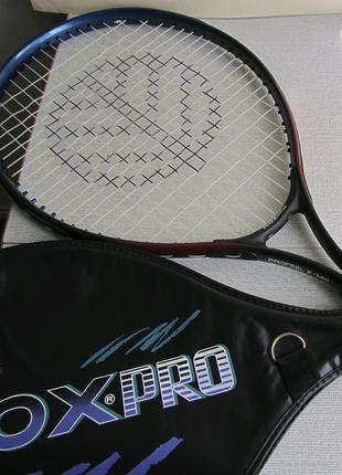 Ракетка теннисная.
