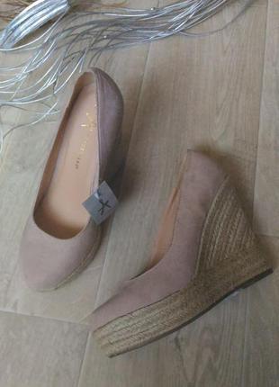 Пудровые туфли atmosphere на соломенной платформе, размер 38