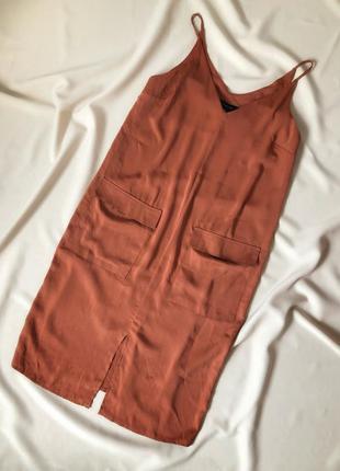 Платье свободного кроя в бельевом стиле