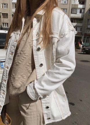 Удлинённая джинсовая куртка в стиле oversize от mango