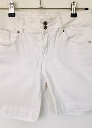Джинсовые шорты белые отличные