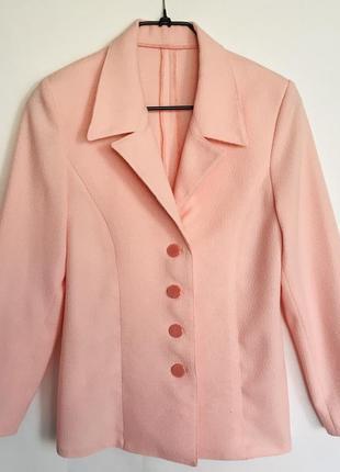 Костюм женский (платье и пиджак) персикового цвета
