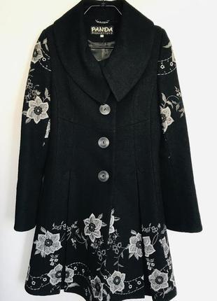 Пальто женское с вышивкой весна/осень.