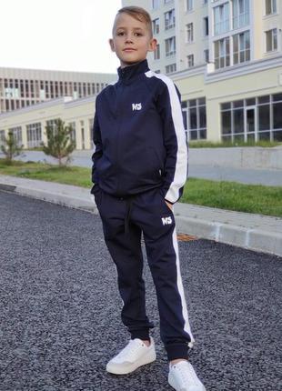 Спортивный костюм на мальчика.