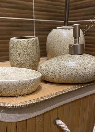 Набор для ванной комнаты: дозатор, мыльница и подставка для щеток