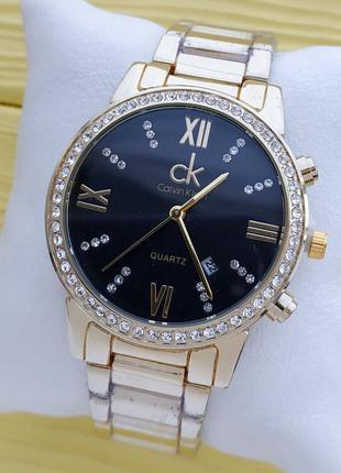Женские наручные часы золотого цвета с черным циферблатом