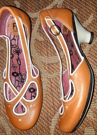 Розпродаж! супер стильні шкіряні туфлі відомого бренду