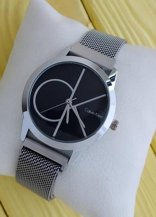 Женские серебристые часы с сетчатым браслетом на магните, черн...