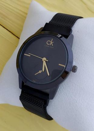 Женские черные часы с сетчатым браслетом на магните