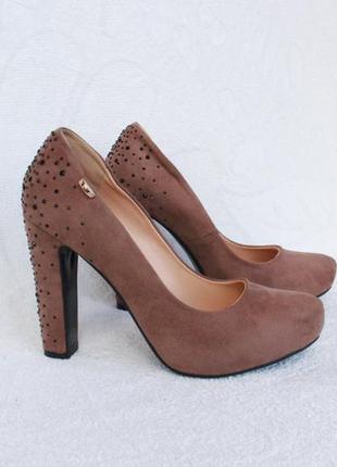 Туфли 39 размера на каблуке