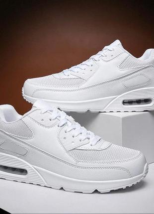 Чёрные и белые кроссовки под nike air max