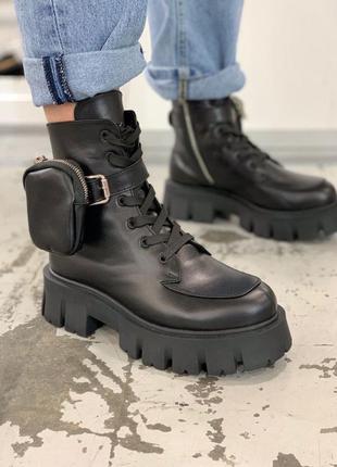 Женские ботинки в стиле прада с накладным карманом