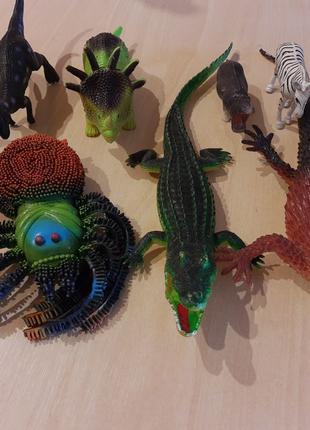 Лот фигурки животные крокодил корова паук ящерица динозавр зебра