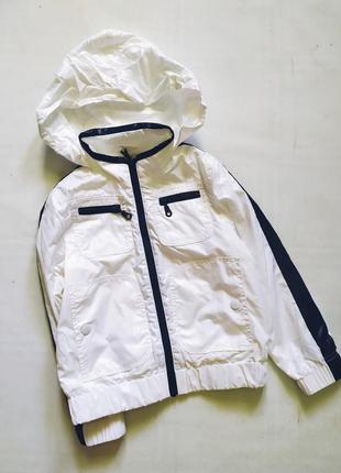 Белоснежная куртка дождевик benetton италия на рост 110
