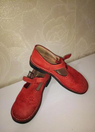 Шикарные женские туфли на низком каблуке
