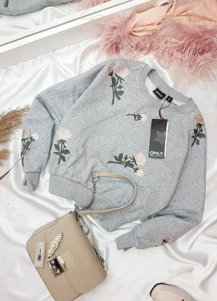 Серый свитшот с вышивкой