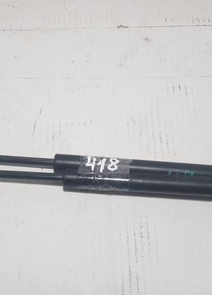 Амортизатор багажника комплект TOYOTA YARIS 2005-2012 689600D010
