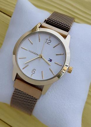 Женские золотистые часы с сетчатым браслетом на магните, сереб...