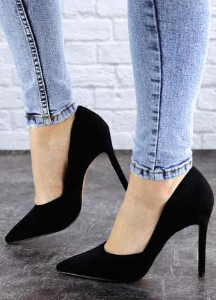 Туфли на высоком каблуке черные