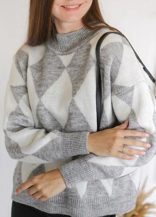 Серый свитер оверсайз в ромбы. свитер с геометрическим узором ...