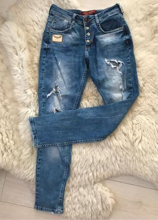 Женские джинсы. Рваные джинсы. Модные джинсы