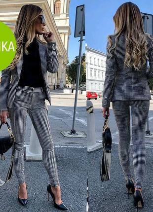 Жіночий костюм з брюками