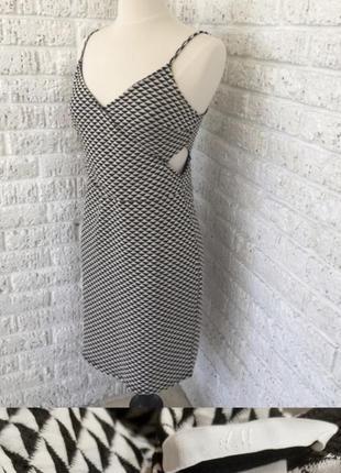 Платье h&m с вырезами по бокам облегающее