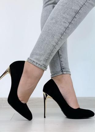 Стильные черные туфли лодочки