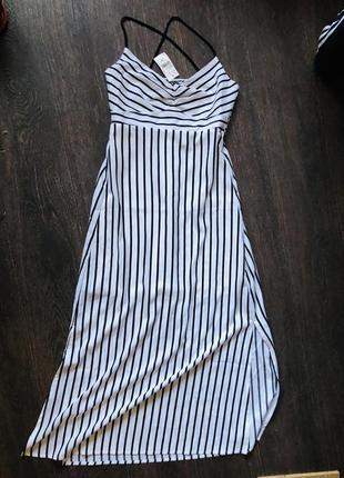 Шикарное в пол платье, с разрезами по бокам