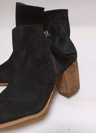 Ботинки на каблуке, полусапоги pier one. брендове взуття stock